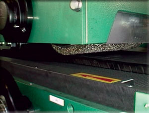Roller brush mounted on machine for buffing which brushes the tread